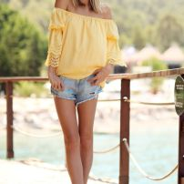 hombros amarillo