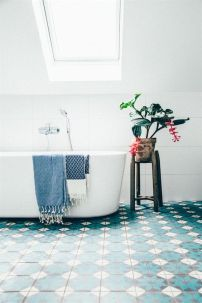 home deco bathroom white and blue