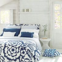 home deco white and blue